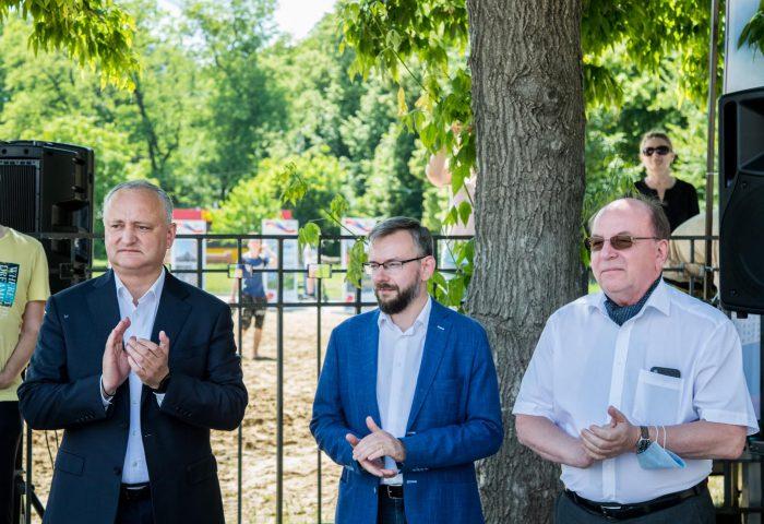 Игорь Додон принял участие в старте парусной регаты в парке «Валя Морилор» (ФОТО, ВИДЕО)