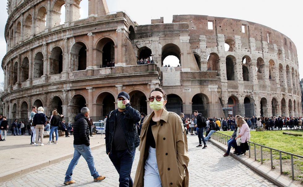 COVID-ситуация в мире: в Италии отменяют обязательное ношение масок на открытом воздухе