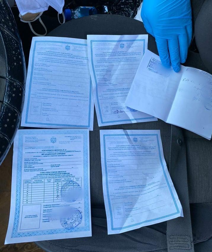 Продавали справки водителям: в Бельцах и Фалештах задержали нечистых на руку медработников