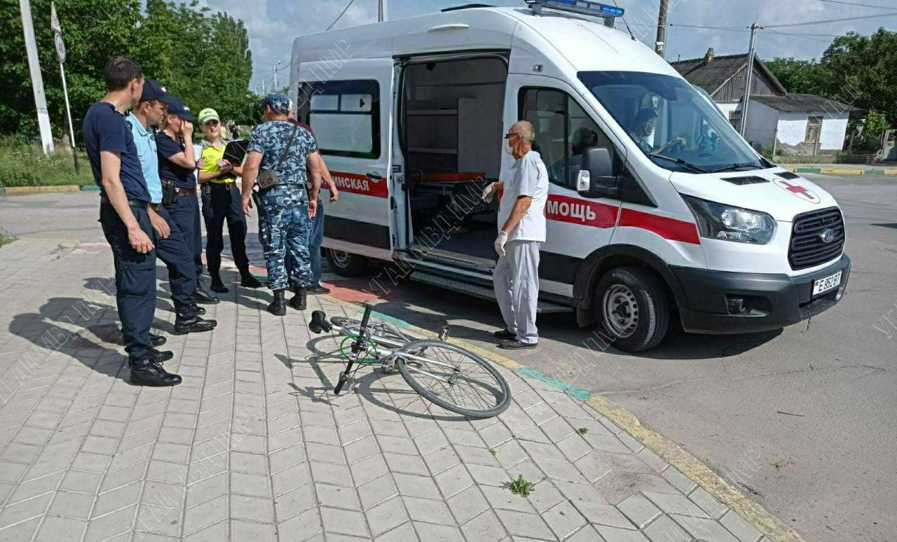 Пьяный велосипедист влетел в маршрутку