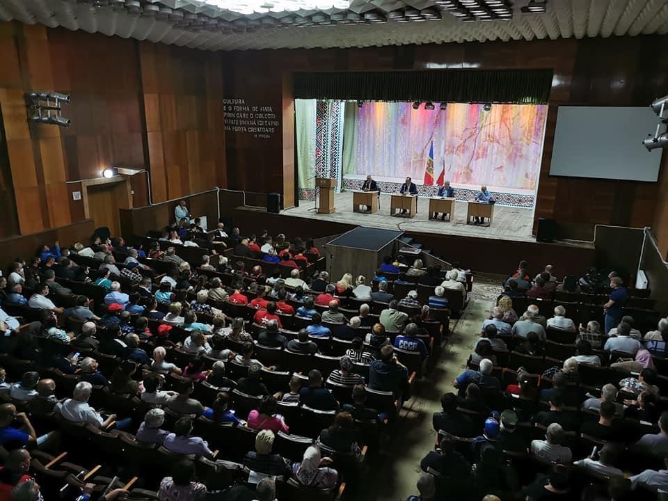 Массовая поддержка Блоку коммунистов и социалистов в Сынжерей: во встрече приняли участие полтысячи граждан