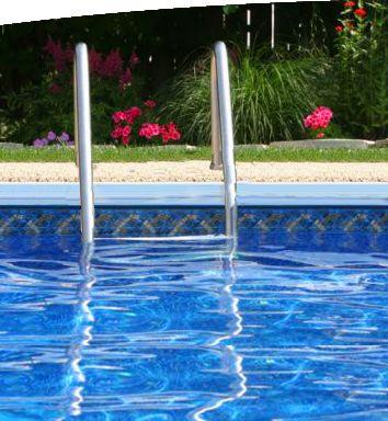 Сезон бассейнов открыт: граждан предупреждают об опасности отравления парами хлора