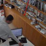 По проторенной дорожке: в столице рецидивист попался на краже телефонов (ВИДЕО)