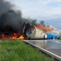 Жуткое ДТП в Румынии: автоцистерна с топливом перевернулась и взорвалась. За рулём был гражданин Молдовы (ФОТО)