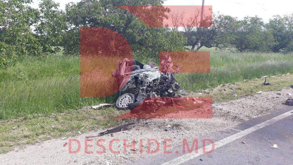 Жуткое ДТП в Резине: авто врезалось в грузовик, водитель легковушки погиб (ФОТО, ВИДЕО)