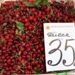 Черешня подешевела: в какую цену нынче овощи и фрукты на Центральном рынке (ФОТО)