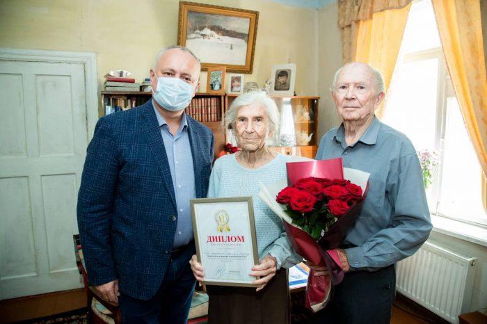 Игорь Додон навестил ещё одну супружескую пару долгожителей в Кагульском районе