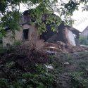 ЧП в Рыбнице: на 7-летнюю девочку рухнула стена заброшенного дома (ФОТО)