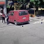 В столице владелец авто поймал вора в момент кражи сумки из его машины (ВИДЕО)
