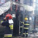 Вокруг дым: в центре столицы загорелся подвал здания