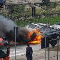 В центре Кишинёва загорелись два автомобиля (ФОТО)