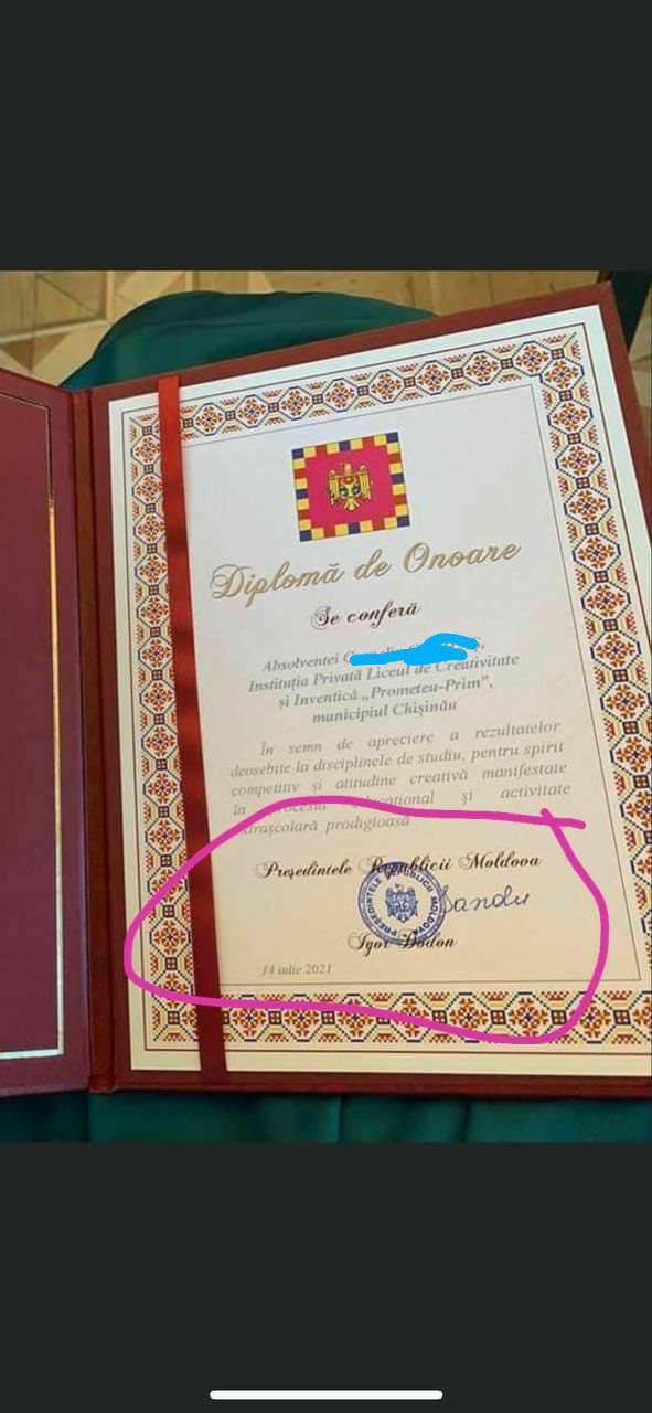 Майя Санду вручала выпускникам дипломы от имени…Игоря Додона