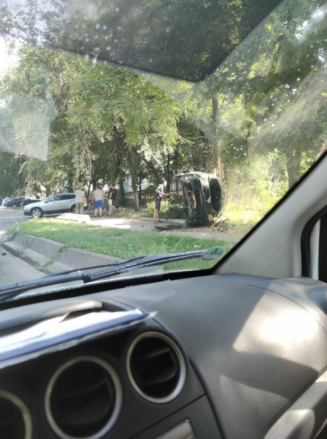 Вверх тормашками: на Рышкановке перевернулся автомобиль