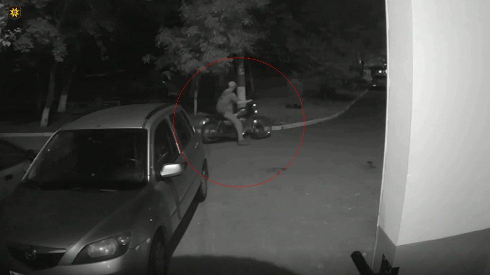 Двум подельникам грозит тюрьма за кражу мотоцикла (ВИДЕО)