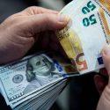 Узнайте, как изменятся курсы доллара и евро в среду