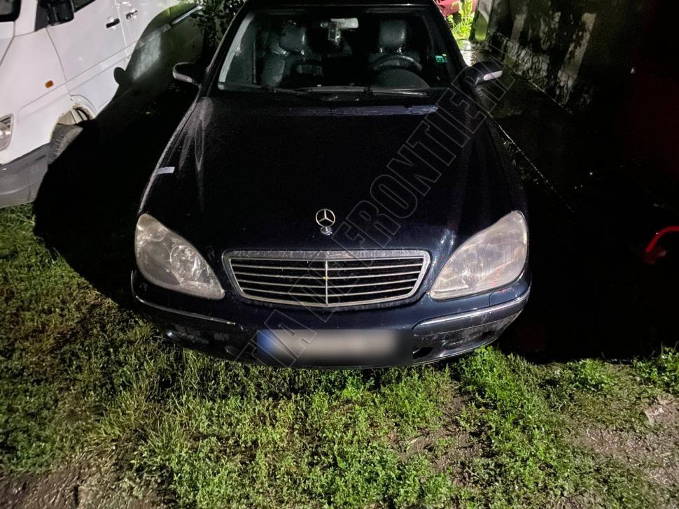 Купил машину, но не проверил документы: пограничники изъяли у мужчины Mercedes