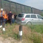 Проигнорировал сигнал светофора: поезд протаранил автомобиль (ФОТО)