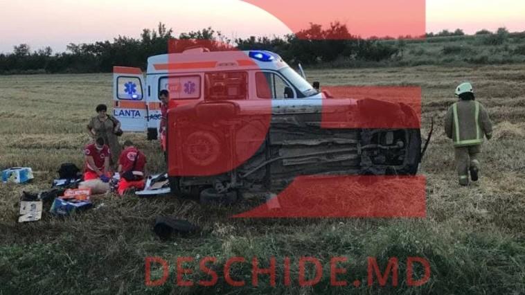 В Кагуле перевернулся микроавтобус: водитель погиб