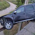 Авария в Бельцах: водитель врезался в ограждение и чудом не пострадал