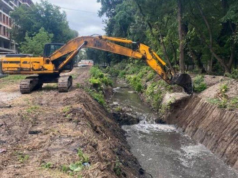 В Кишинёве очищают русло реки Дурлешты