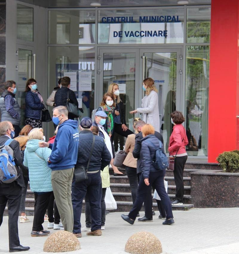 Ежедневная работа пунктов вакцинации, 4 сыворотки на выбор: кишинёвцев призывают защититься от COVID-19