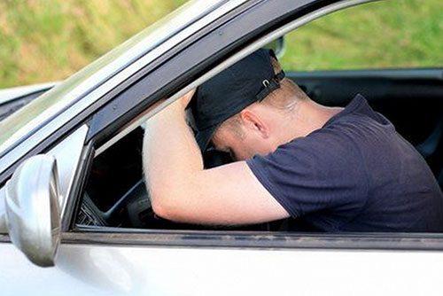Курьёзный инцидент в Бендерах: незнакомец уснул в чужой машине