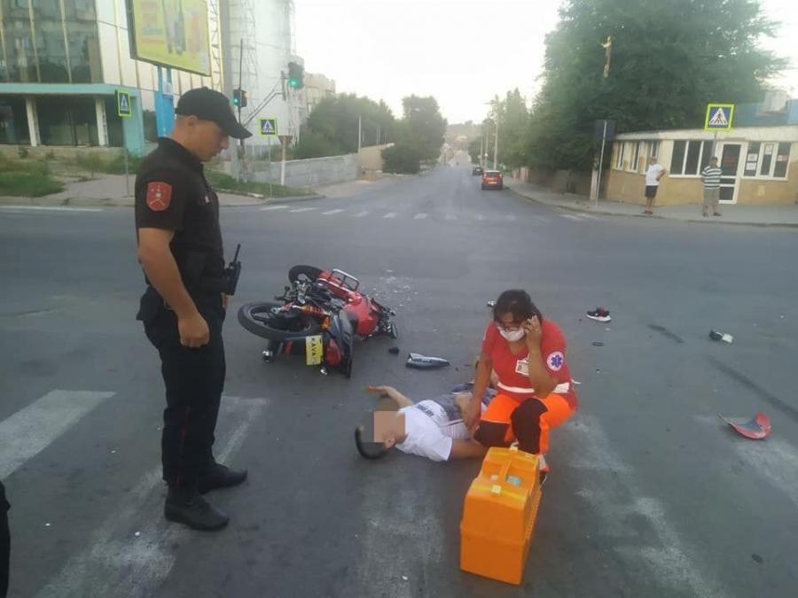 Водитель мотоцикла госпитализирован в тяжёлом состоянии после ДТП в Комрате (ФОТО)