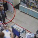 Присвоил забытый на прилавке IPhone: столичная полиция ищет вора (ВИДЕО)