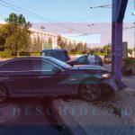 Авария в центре столицы: одна из машин врезалась в билборд