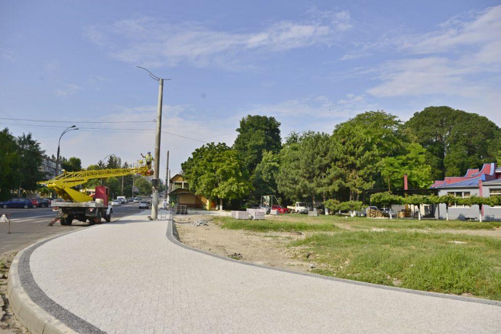 Сквер на улице Сармизеджетуса преображается (ФОТО)
