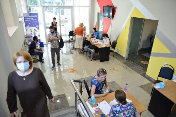 Чебан: Чтобы школы в Кишинёве работали с физическим присутствием учеников, необходимо вакцинировать 70-80% дидактических кадров