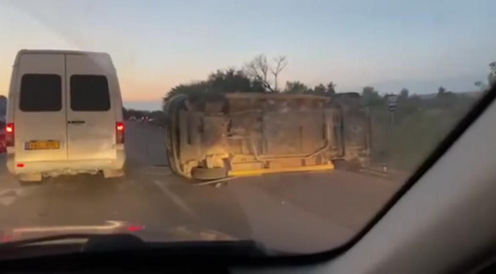 Вблизи Ватры перевернулся микроавтобус (ВИДЕО)