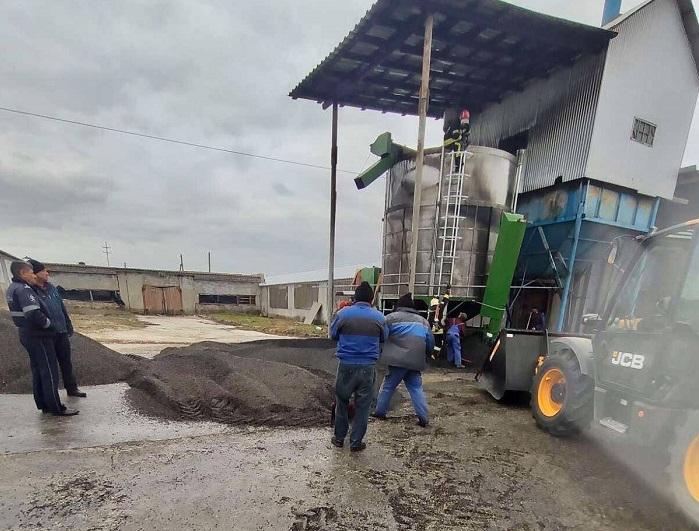 Крупный пожар в Единцах: загорелся элеватор для сушки семян подсолнечника (ФОТО)