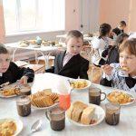 Парламентское большинство не хочет бесплатно кормить в школах учащихся 5-9 классов (ВИДЕО)