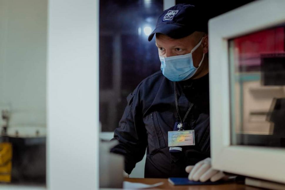 """На КПП """"Крива"""" у молдаванина выявили фальшивый сертификат о вакцинации от коронавируса"""