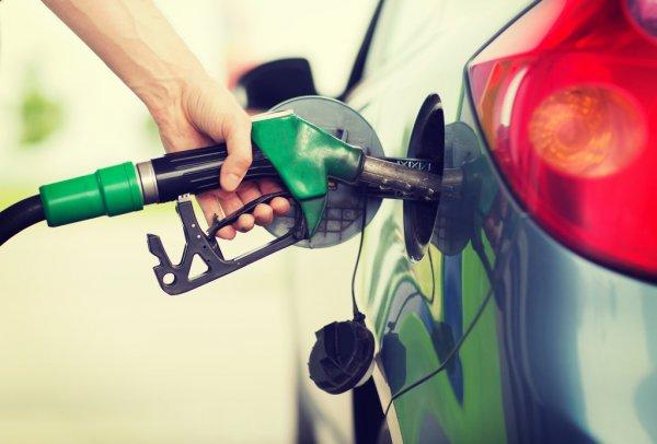 Новые цены: сколько будут стоить бензин и солярка в выходные и понедельник