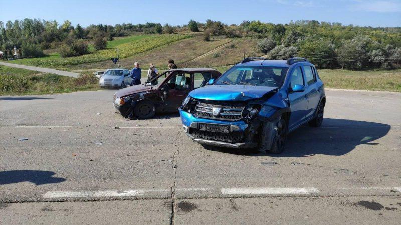В результате аварии на трассе пострадали двое взрослых и двое детей
