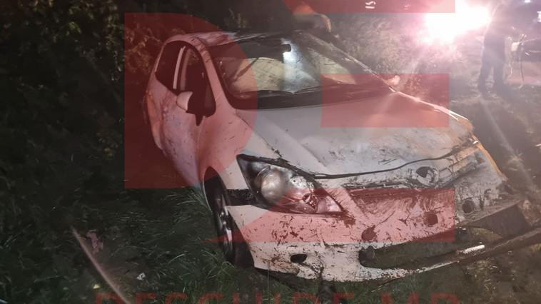 Машина на высокой скорости вылетела с трассы и перевернулась: водитель в больнице (ФОТО)