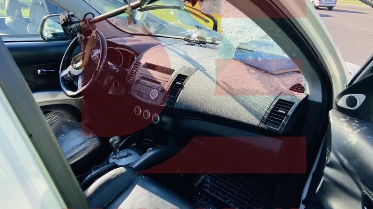 ЧП в столице: штанга троллейбуса упала на легковушку, водитель госпитализирован (ФОТО)