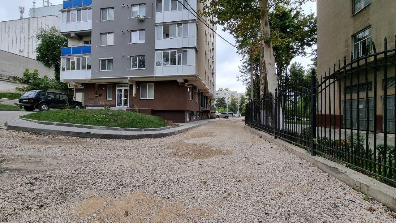 В секторе Центр работы по обустройству дворов многоквартирных домов идут полным ходом