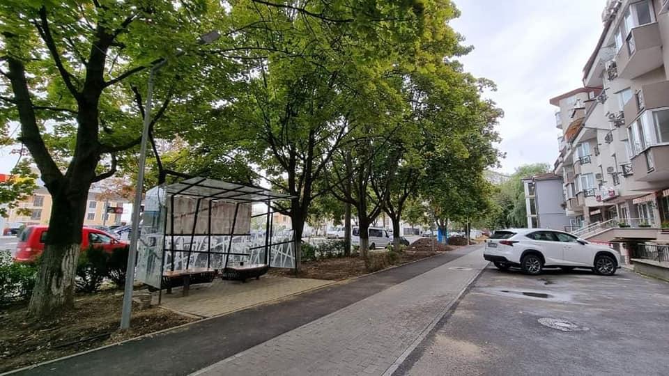 Завершается первый этап ремонта тротуара на улице Ливиу Деляну