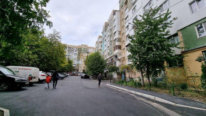 На Чеканах ведётся активная работа по ремонту дворов домов