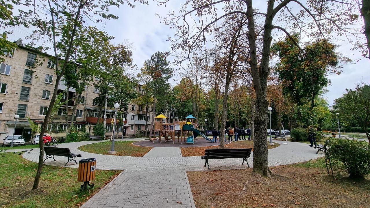 На Телецентре во дворах многоквартирных домов теперь есть 2 благоустроенные зелёные зоны