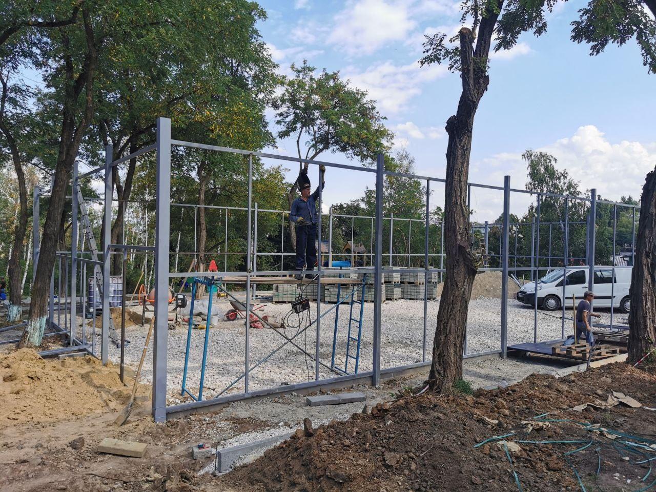 Во дворе на Телецентре обустраивается спортивный сквер