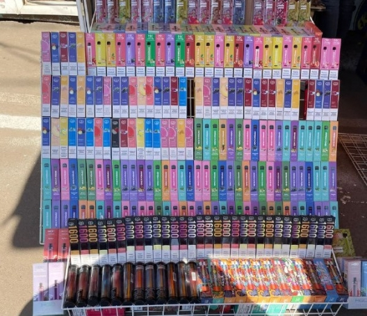Полиция изъяла электронные сигареты на 300 тысяч леев: их продавали подросткам