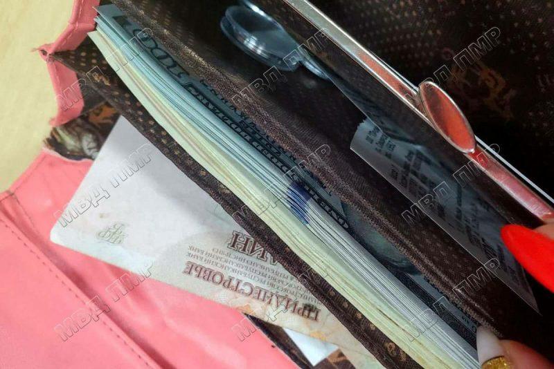 Правоохранители вернули бендерчанке утерянный кошелёк с крупной суммой денег