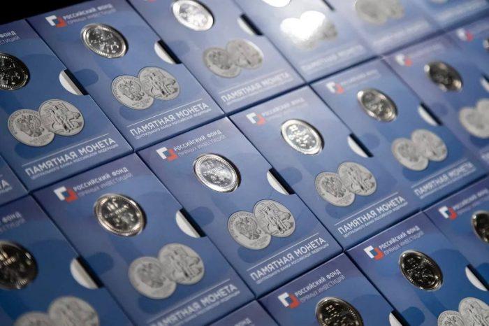 В России выпустили памятные монеты, посвящённые врачам и вакцине «Спутник V» (ФОТО)