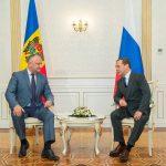 Додон поздравил Медведева с днём рождения