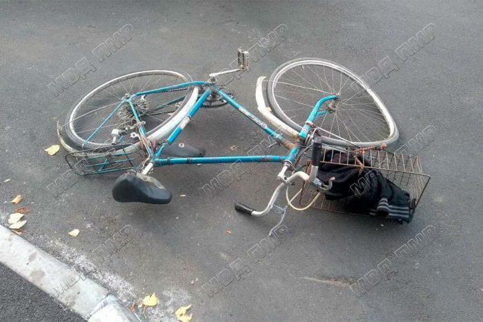 Пьяный велосипедист попал под колёса машины в Рыбнице