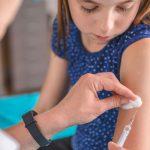 COVID-ситуация в мире: в Великобритании началась вакцинация подростков 12-15 лет от коронавируса